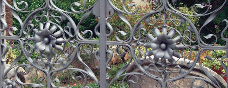 Detail of the wrought iron gate leading into Can Nou, unknown local artisan ca. 1912 (© Fotos Deyà)