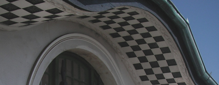 Detail of the Palacio Baburizza façade (© Desiree Arancibia i David Garcia)